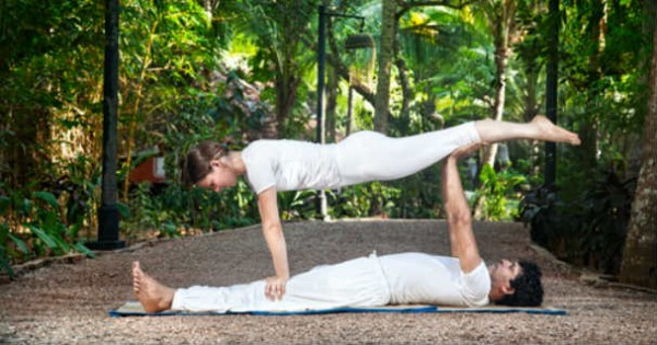 acro-yoga-auf-yogamatte