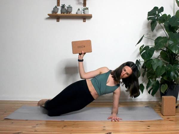 Yoga-mit-dem-Block-Titel