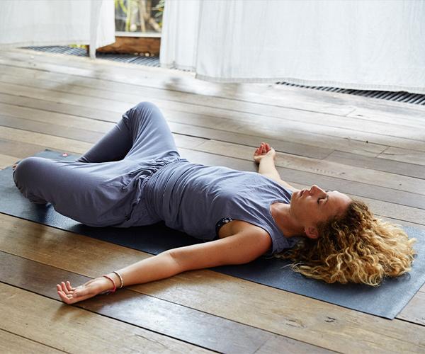 Einschlafprobleme Funf Entspannende Yoga Ubungen Fur Einen