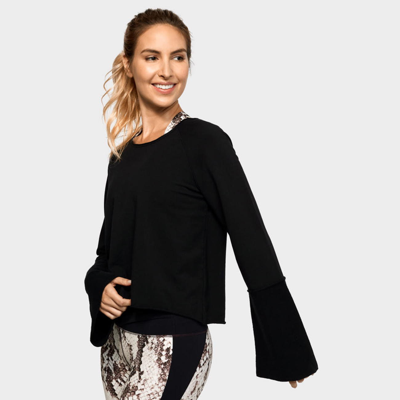 Resolution Bell Sleeve Top Von Manduka Black